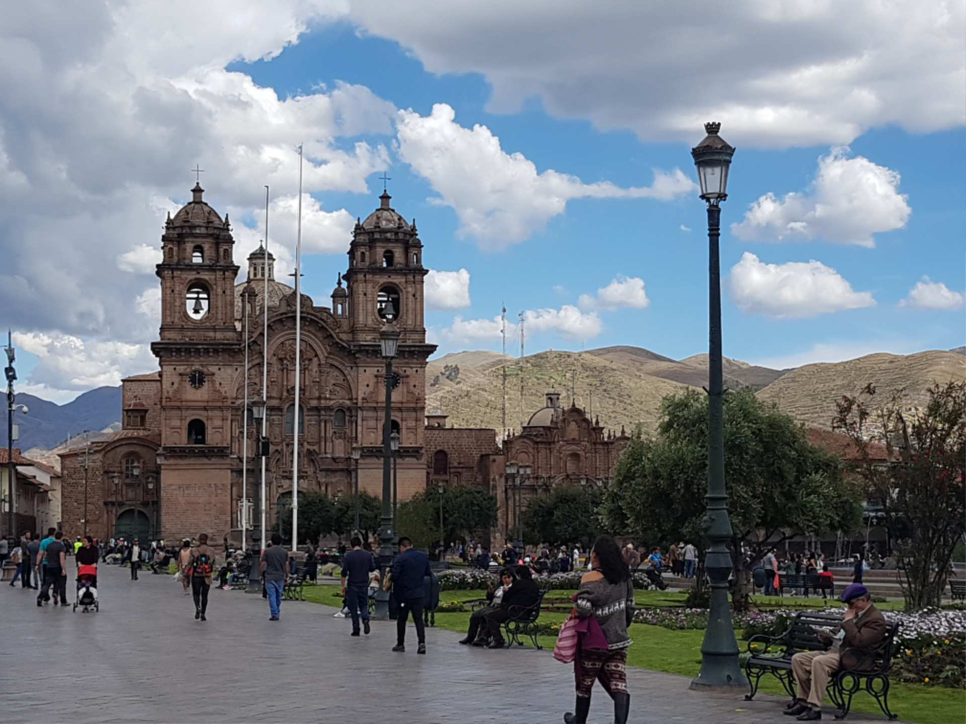 http://infromtheoutpost.com Cathedral in Cusco main square (D Sanborn 143640)