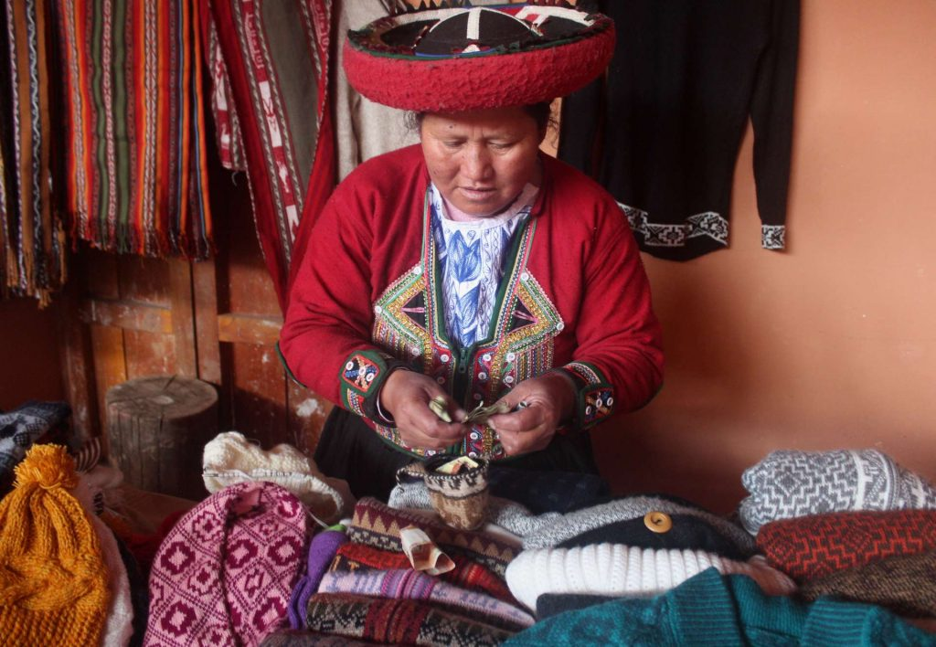 women-weaver-chinchero-peru-carla-bragagnini